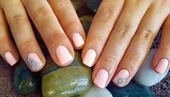 Here S How To Safely Take Off Gel And Shellac Polish At Home